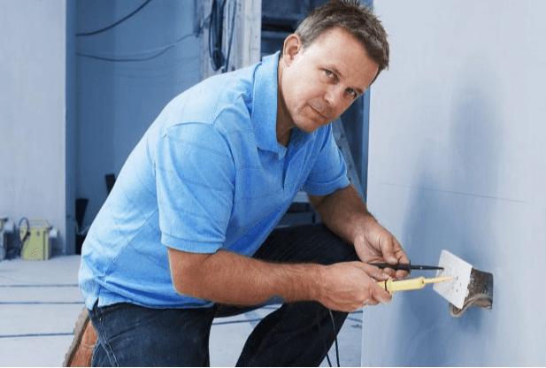حل مشكلة التماس الكهرباء بالرياض